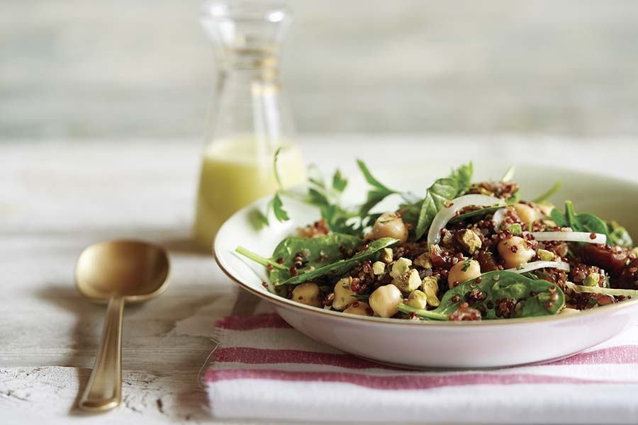 Ensalada de pistacho, dátil y quinoa