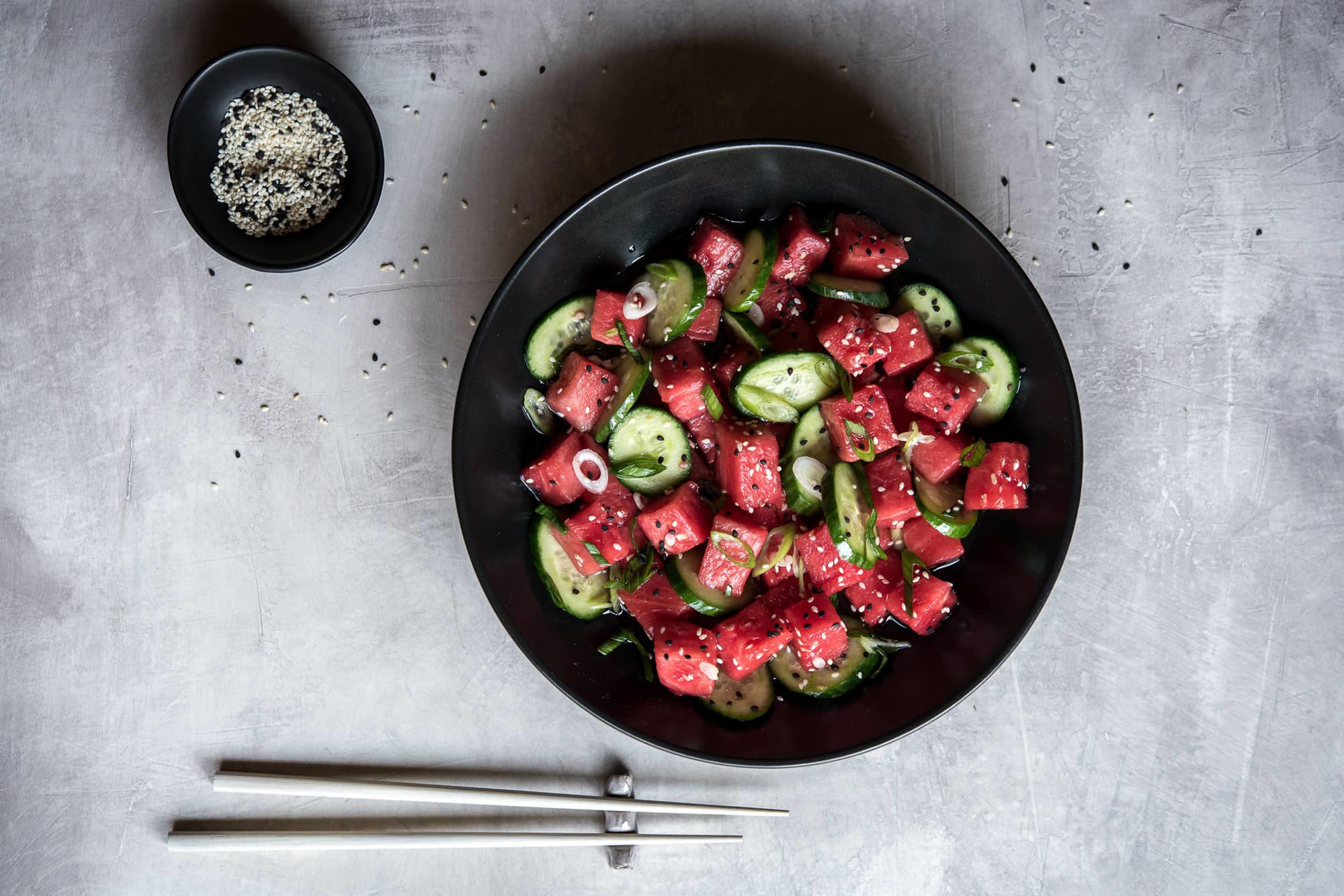 Ensalada de sandía y pepino con salsa agridulce