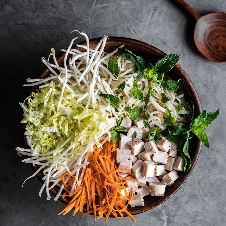 Bol vietnamita de noodles con pavo