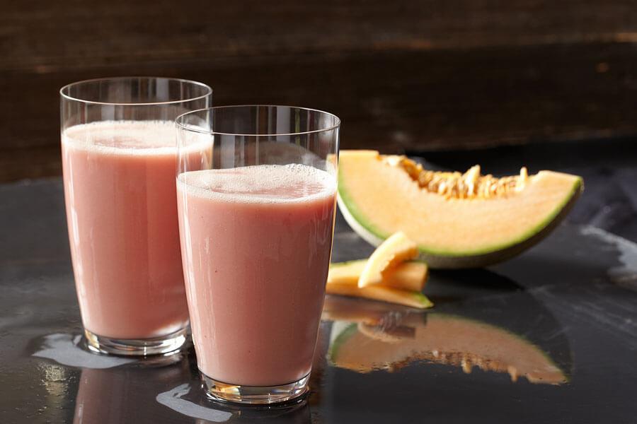 Smoothie de melón en dos vasos