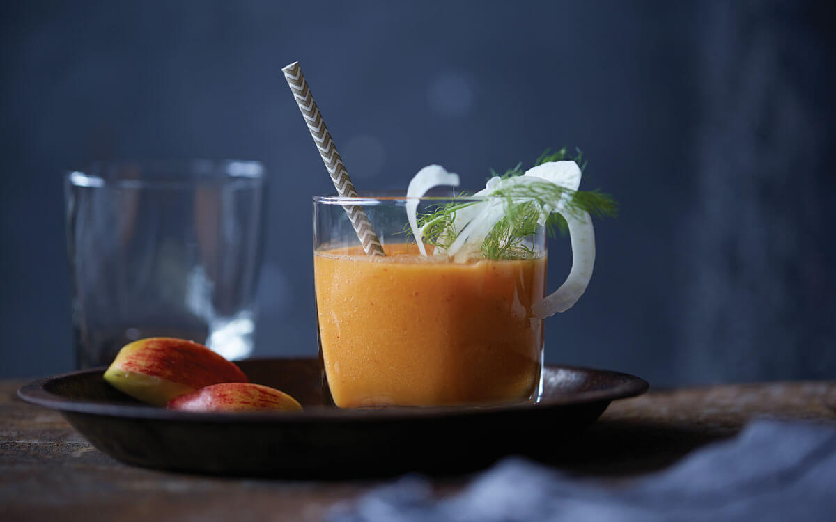 Zumo de zanahoria, manzana, hinojo y jengibre