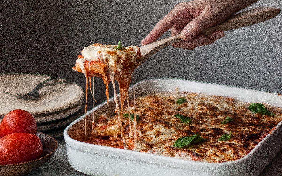 Rigatoni con salsa de tomate casera