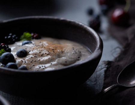 Porridge de chía y leche de almendras