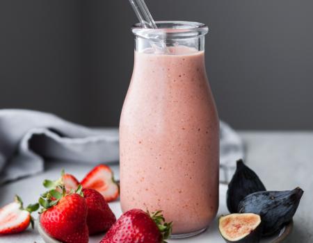 Batido antioxidante de fresa e higos